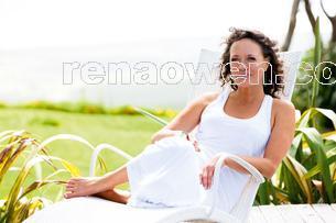 20111210-RenaOwenfollowsherhearthome
